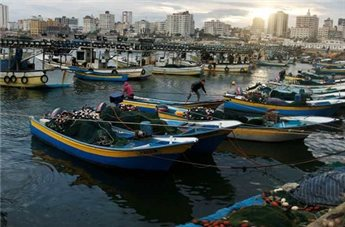 Israeli warships open fire at fishermen off Gaza coast