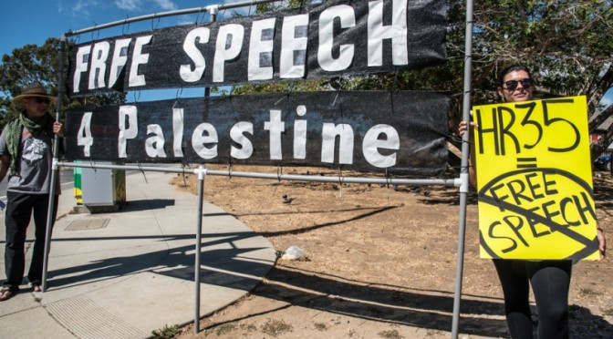 On UCSC Move-In Day, Activists Greet Students With Message: Free Speech For Palestine